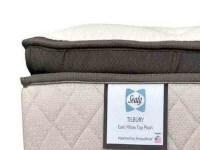 tilbury-pillow.jpg